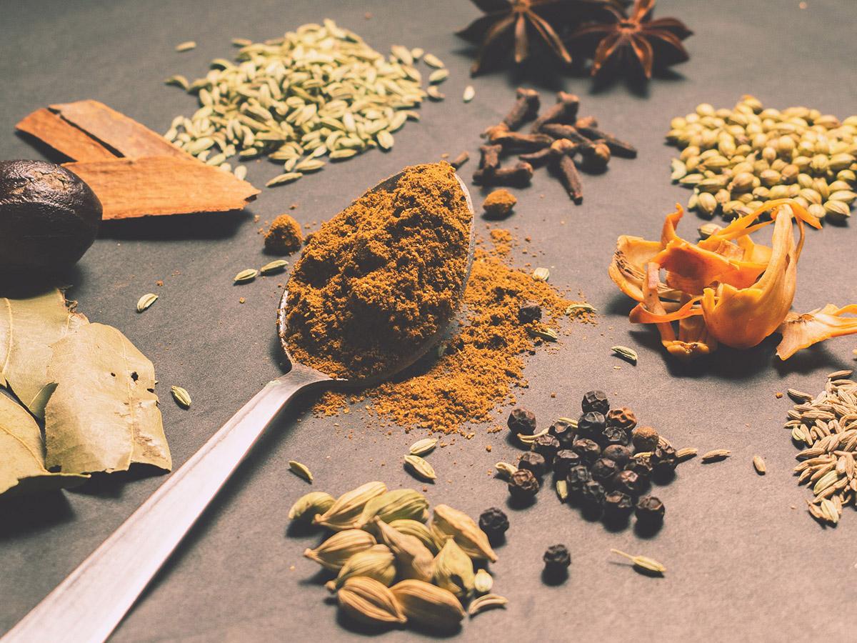 Когда добавлять специи в блюда, чтобы улучшить их вкус и пользу